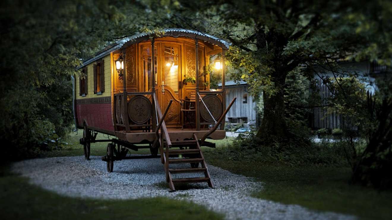 glamping in obertraun das glamour se revival des camping. Black Bedroom Furniture Sets. Home Design Ideas